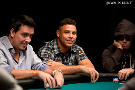 ronaldo mesa poker.jpg
